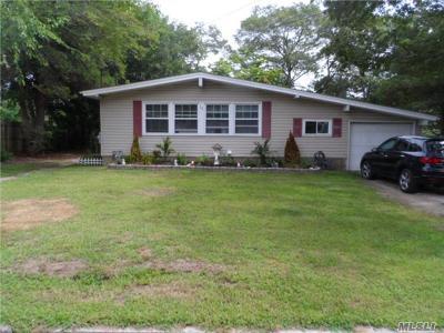 Lake Ronkonkoma Single Family Home For Sale: 11 Crestwood Ln