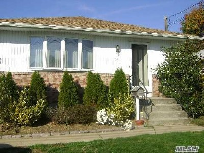 W. Babylon Single Family Home For Sale: 101 Claremont Ave