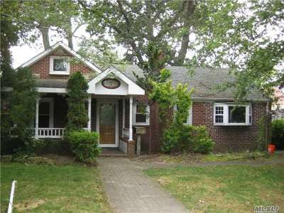 Merrick Single Family Home For Sale: 7 Carroll Ave