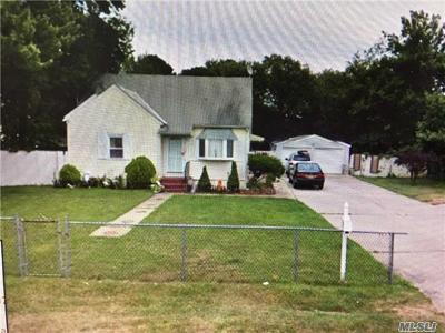 Bay Shore NY Single Family Home For Sale: $369,900