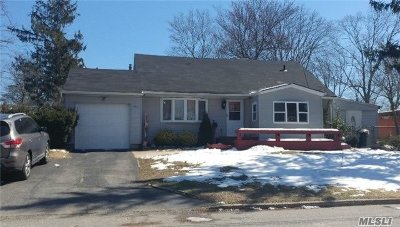 Brentwood NY Single Family Home For Sale: $319,000