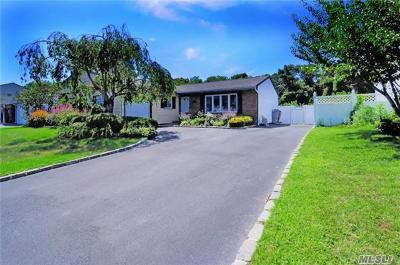 Holbrook Single Family Home For Sale: 28 Singingwood Dr