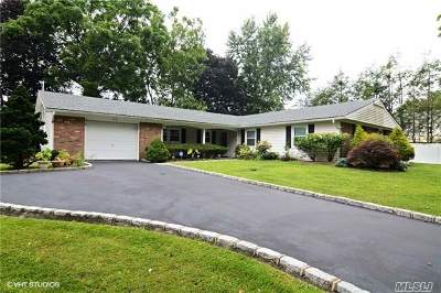 Stony Brook Single Family Home For Sale: 34 Meadow Dr