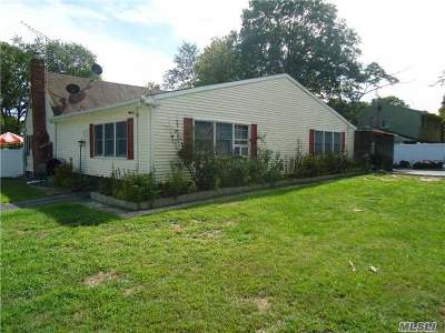 Central Islip Single Family Home For Sale: 102 Poplar St
