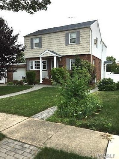East Meadow NY Single Family Home For Sale: $499,999