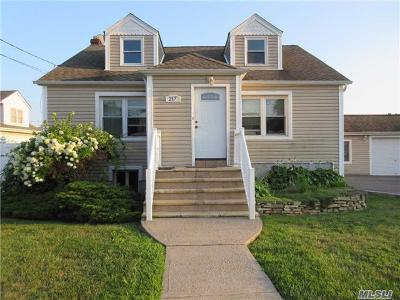 Lindenhurst Single Family Home For Sale: 217 44th St