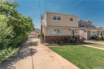 Bellmore Single Family Home For Sale: 2464 Walters Ct