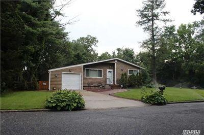 Farmingville Single Family Home For Sale: 101 Columbus Ave