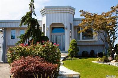 Merrick Single Family Home For Sale: 3184 Clubhouse Rd