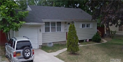 Brentwood NY Single Family Home For Sale: $319,900