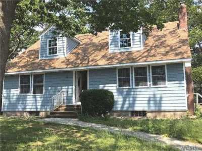 Bay Shore NY Single Family Home For Sale: $399,000