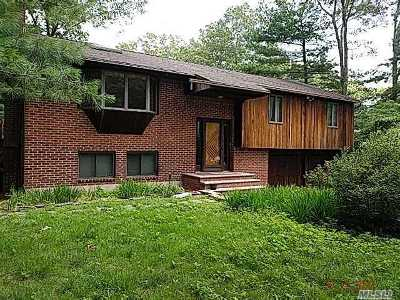 Smithtown Single Family Home For Sale: 31 Bayberry Ln