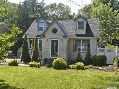 Selden Single Family Home For Sale: 48 Peconic St
