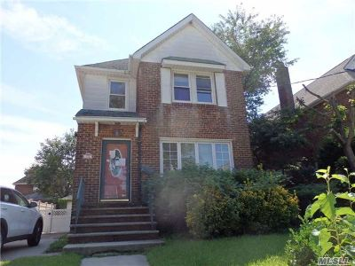 Lynbrook Single Family Home For Sale: 72 Canterbury Gate