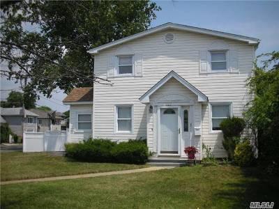 Merrick Single Family Home For Sale: 103 Rosebud Ave