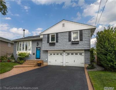 Oceanside Single Family Home For Sale: 437 Bunker Dr