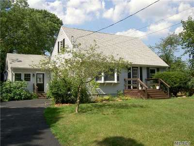 Farmingville Single Family Home For Sale: 1 Cedar Oaks Ave