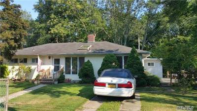 Lindenhurst Single Family Home For Sale: 127 Herbert Ave