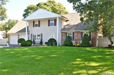 Centereach Single Family Home For Sale: 17 Malibu Ln