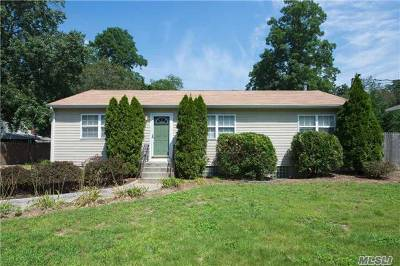 Huntington Single Family Home For Sale: 61 Manchester Rd