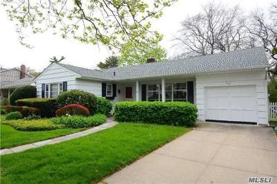 Woodmere Single Family Home For Sale: 553 Allen Rd