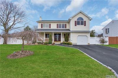 West Islip Single Family Home For Sale: 65 Babylon Ave