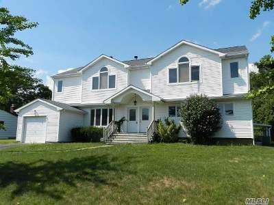 Bohemia Single Family Home For Sale: 39 Aron Dr