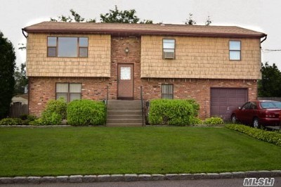 West Islip Single Family Home For Sale: 63 Foxglove Rd