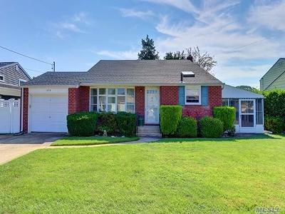 Massapequa Park Single Family Home For Sale: 379 Ocean Ave