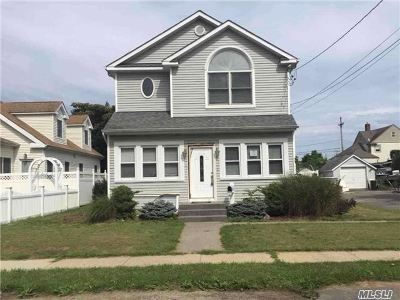 East Islip Single Family Home For Sale: 3 2nd Ave