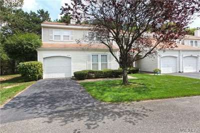 Middle Island Condo/Townhouse For Sale: 200 Haddon Hollow Ct