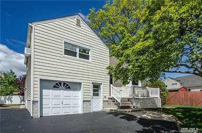 Massapequa Park Single Family Home For Sale: 62 Eastgate Rd