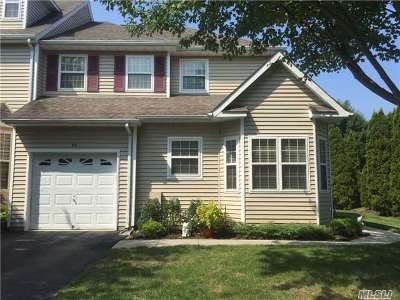 Nesconset Condo/Townhouse For Sale: 44 Snowdance Ln
