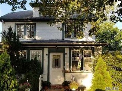 Lynbrook Single Family Home For Sale: 54 Franklin Ave