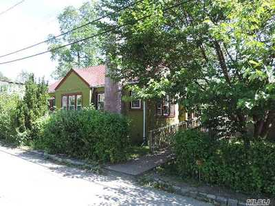 Suffolk County Single Family Home For Sale: 172 4th Ave