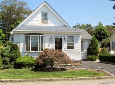 Suffolk County Single Family Home For Sale: 352 S 6th St