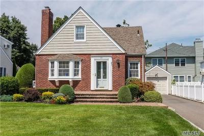 Nassau County Single Family Home For Sale: 121 Henry Rd