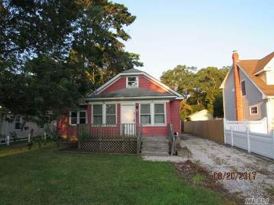 Suffolk County Single Family Home For Sale: 39 S Prospect Ave