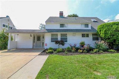 Nassau County Single Family Home For Sale: 50 Alpine Ln
