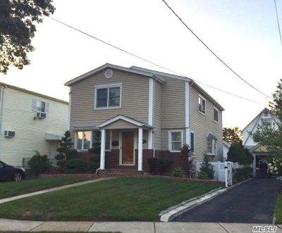 Nassau County Single Family Home For Sale: 133 Oak St