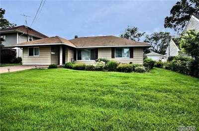 Oceanside Single Family Home For Sale: 613 Chelsea Rd