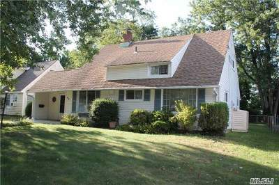 Hicksville Single Family Home For Sale: 63 Abbot Ln