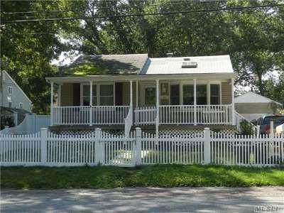 Islip Single Family Home For Sale: 56 Harvard St