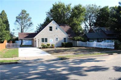 Hicksville Single Family Home For Sale: 3 Cloister Ln