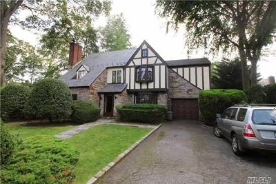 Rockville Centre Single Family Home For Sale: 40 Canterbury Rd