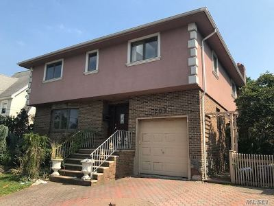 Lawrence Single Family Home For Sale: 209 Spring St