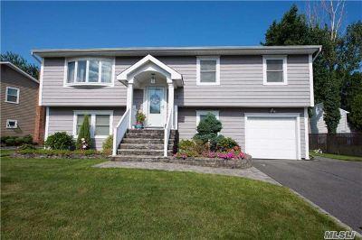 Islip Single Family Home For Sale: 23 S Shore Ct