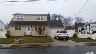 Lindenhurst Single Family Home For Sale: 81 E Neptune Ave