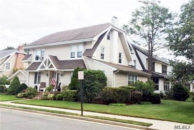 Lynbrook Single Family Home For Sale: 44 Thompson Pl
