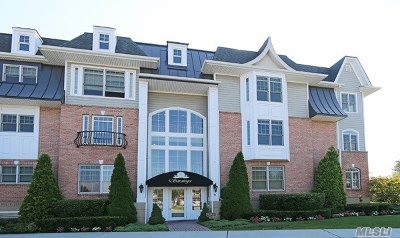 Westbury Condo/Townhouse For Sale: 522 Pacing Way #522